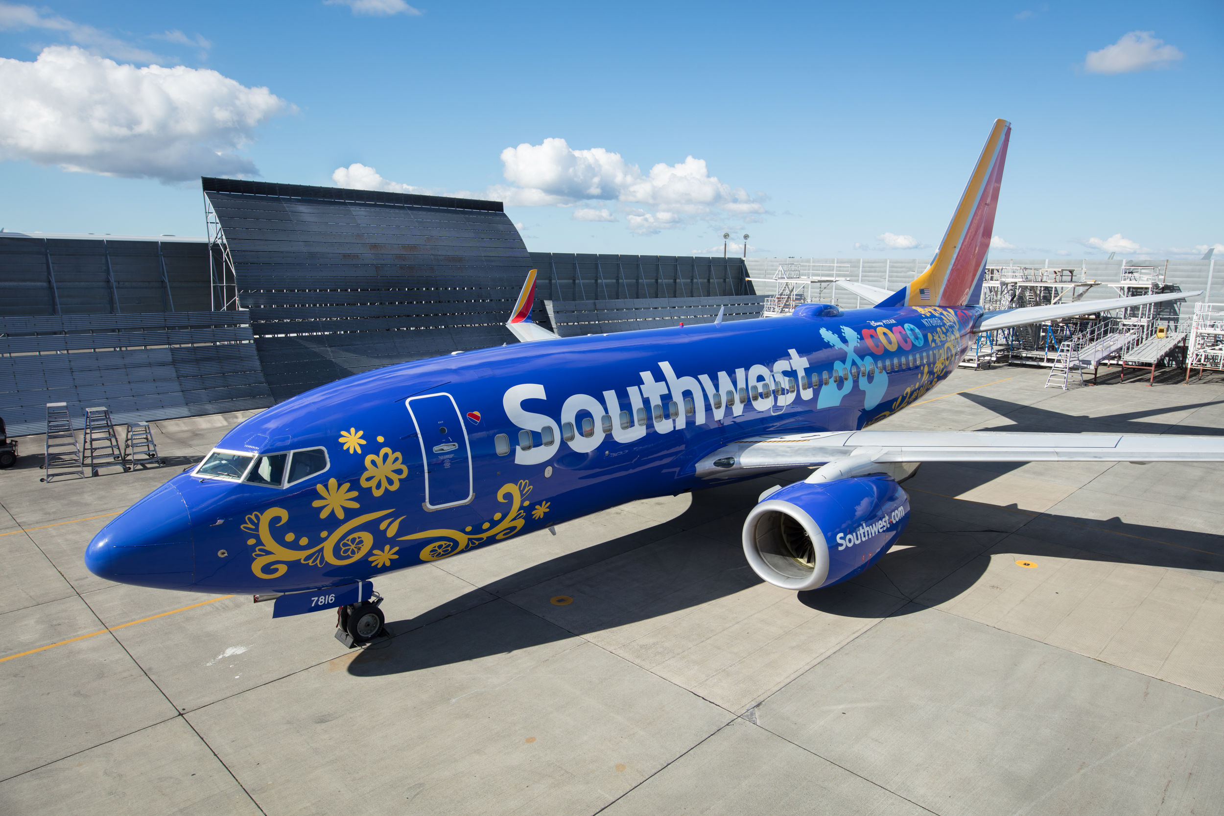 Southwest Airlines Unveils A Quot Coco Quot Themed Boeing 737 700